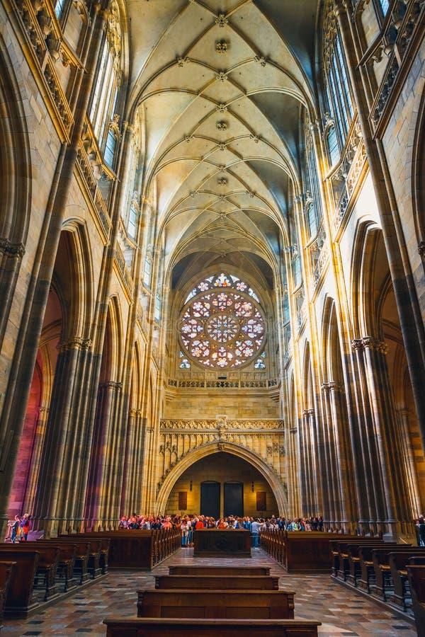 Wnętrze St Vitus katedra przy Praga kasztelem, republika czech obrazy stock