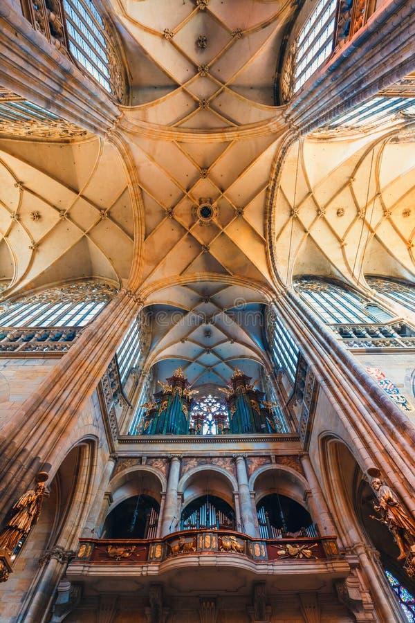 Wnętrze St Vitus katedra przy Praga kasztelem, republika czech zdjęcie stock