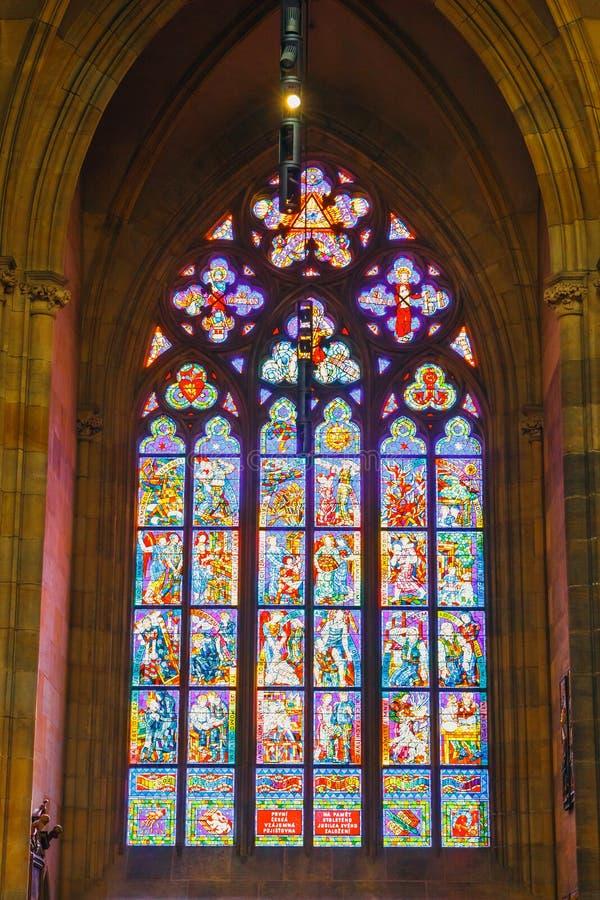 Wnętrze St Vitus katedra przy Praga kasztelem, republika czech fotografia stock