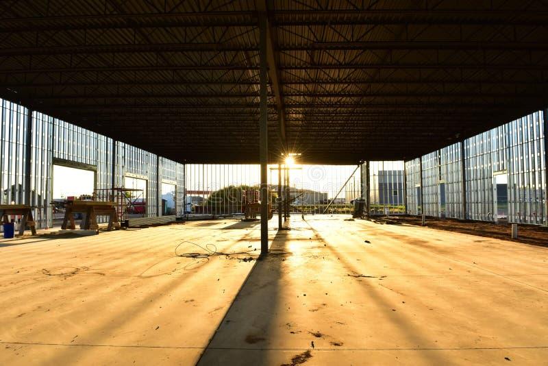 Wnętrze stalowy ramowy budynek obrazy stock
