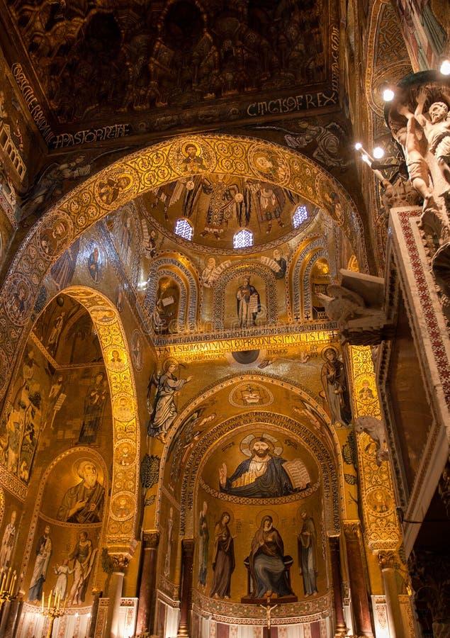 Wnętrze Strzelał sławny Cappella Palatina w Sicily obrazy stock