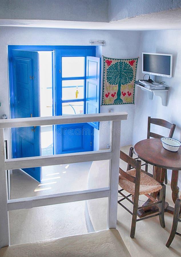Wnętrze tradycyjny dom w kalderze, Oia wioska, Santorini obrazy royalty free
