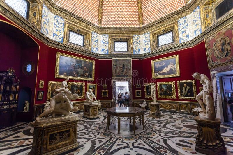 Wnętrze trybuna pokój w Uffizi galerii obraz stock