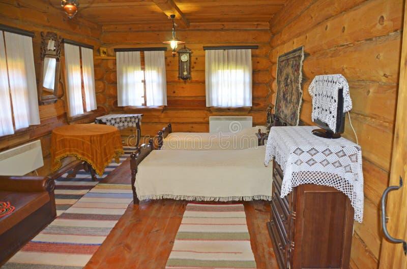Wnętrze wioska dom nowożytny wyposażenie TV w którym i retro styl jest tam zdjęcie royalty free