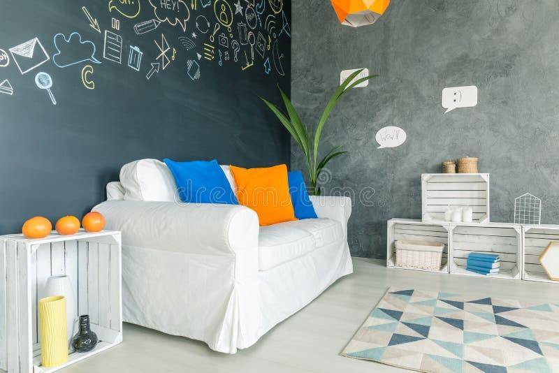 Wnętrze z kanapą i kaktusem fotografia stock