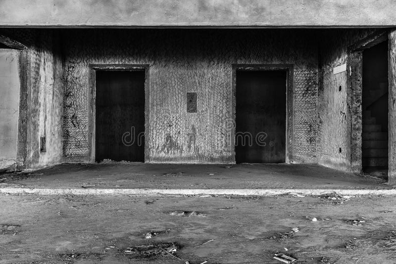 Wnętrze zaniechanego budynku przerażający miejsce zdjęcie stock