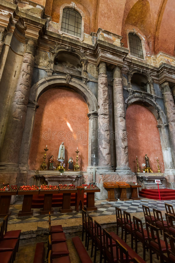 Wnętrze zniszczony San Domingos kościół - Lisbon Portugalia obraz royalty free