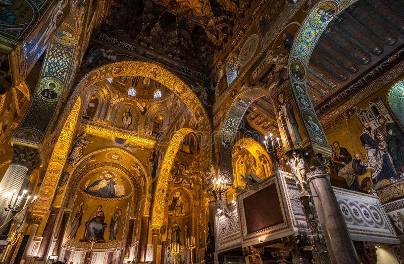 Wn?trze palatyn kaplica Palermo, Sicily, W?ochy zdjęcie royalty free