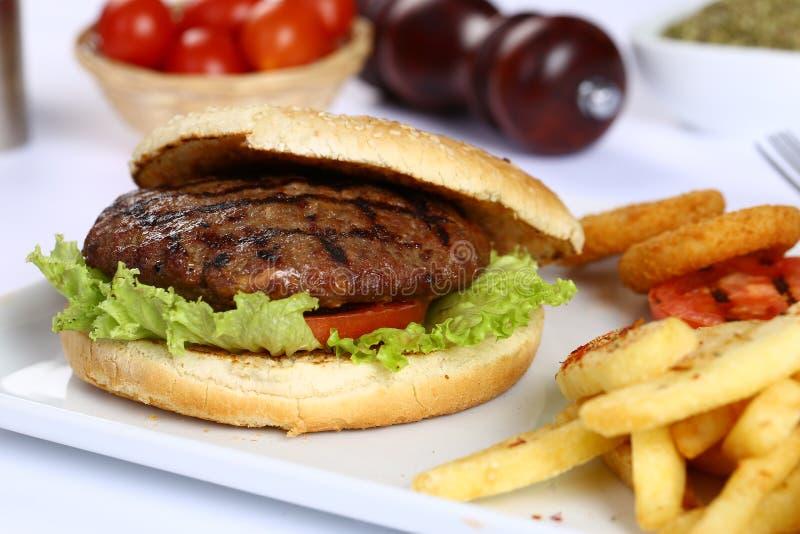 Wołowina Domowej roboty hamburger obraz stock