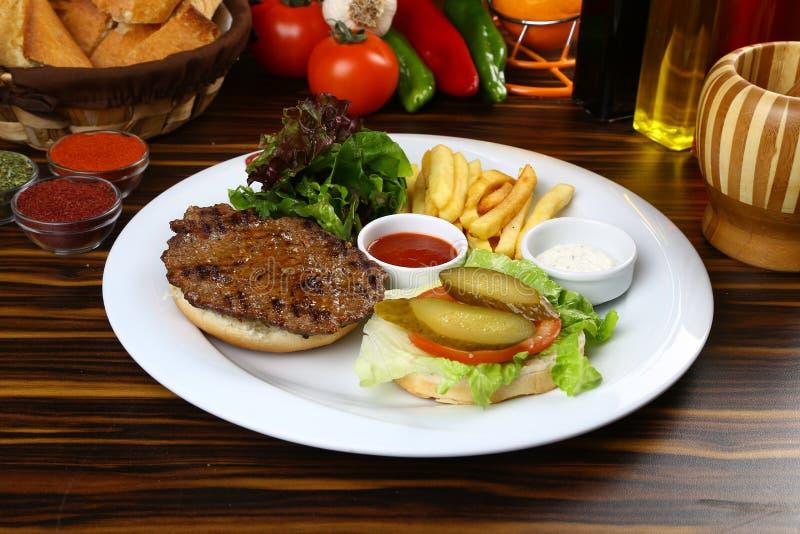 Wołowina Domowej roboty hamburger obrazy stock