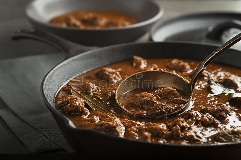 Wołowina gulasz - goulash posiłek zdjęcie royalty free