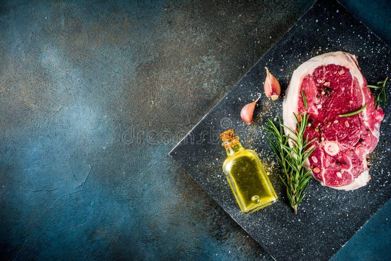 Wołowina stek lub baranka stek z kością fotografia stock