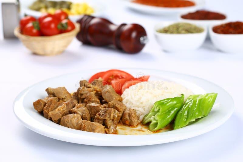 Wołowiny i warzywa potrawka słuzyć z ryż fotografia royalty free