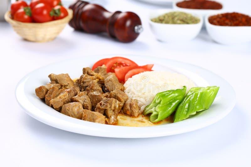 Wołowiny i warzywa potrawka słuzyć z ryż zdjęcia stock