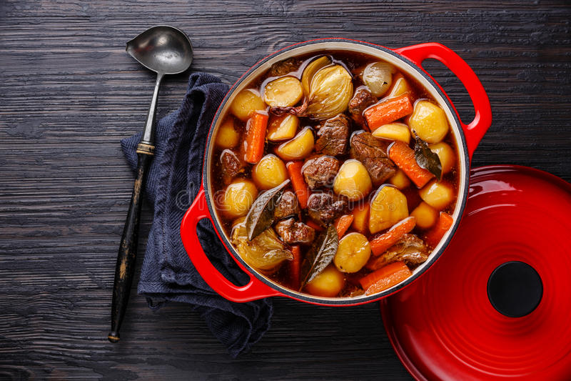 Wołowiny mięso stewed z grulami fotografia royalty free