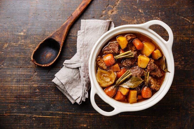 Wołowiny mięso stewed z warzywami fotografia royalty free