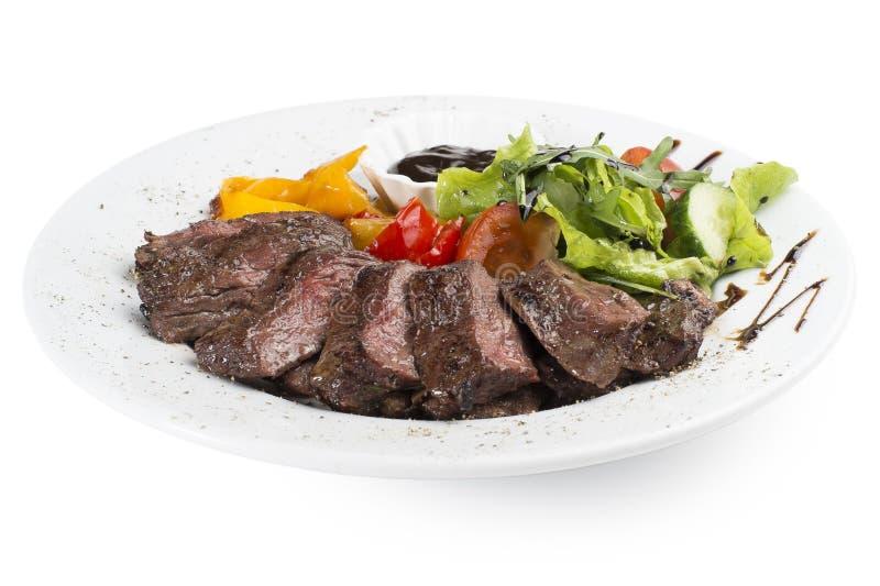 Wołowiny polędwicowy piec na grillu z warzywami fotografia stock