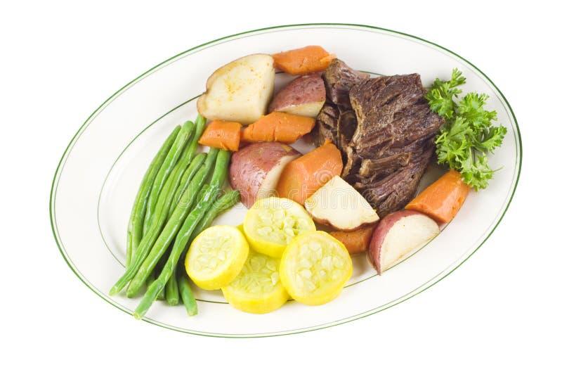 wołowiny talerza pieczeni warzywa zdjęcie royalty free