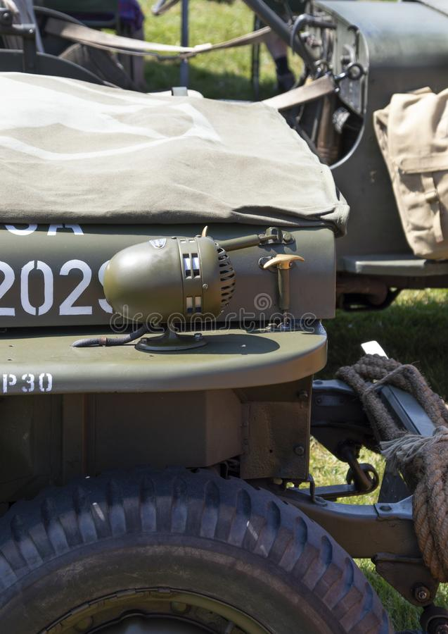 WO.II-Jeepclose-up die van zijbonnet zijlicht tonen royalty-vrije stock afbeeldingen