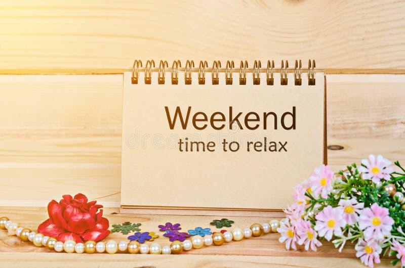 Wochenendenzeit sich zu entspannen lizenzfreie stockbilder