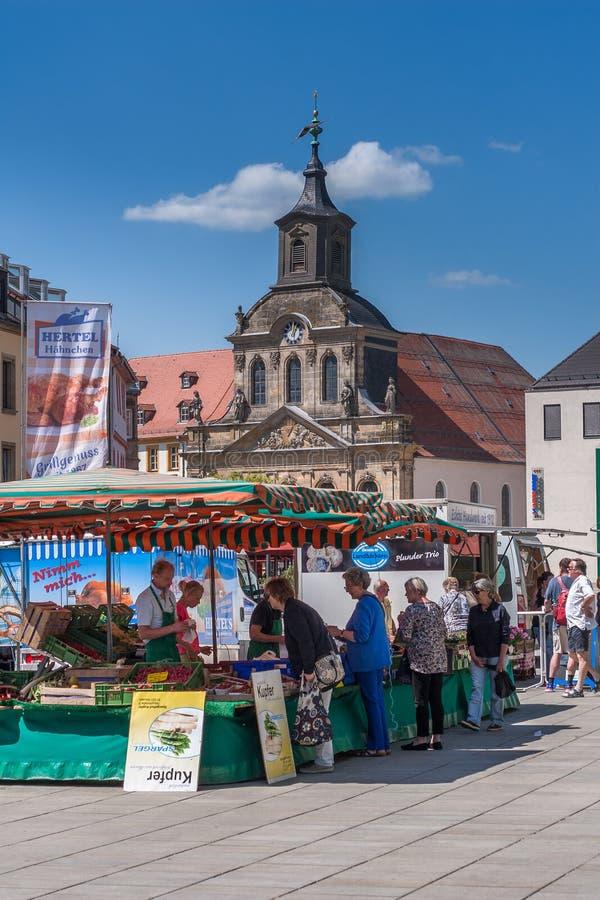 Wochenmarkt in der alten Stadt von Bayreuth lizenzfreies stockbild