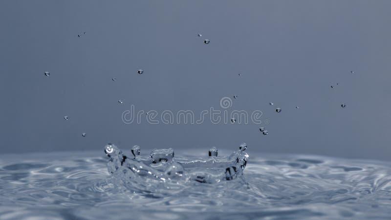 Wod kropel spadać obraz stock