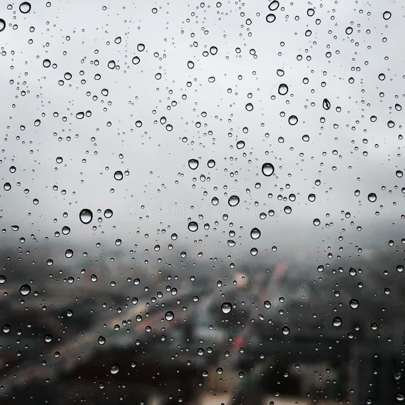Wod krople na sypialni okno fotografia royalty free