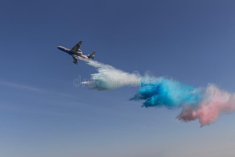 Woda jak rosjanin flaga uwolnienia od hydroplane Be-200 obrazy stock