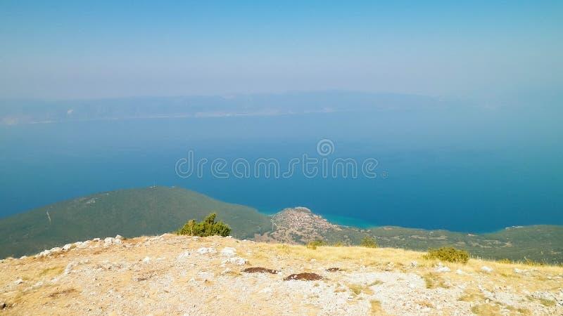 Woda Jeziorny Ohrid i g?ry Galicica park narodowy, Macedonia fotografia royalty free