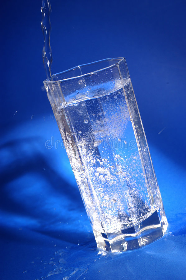 woda mineralna glas obraz stock