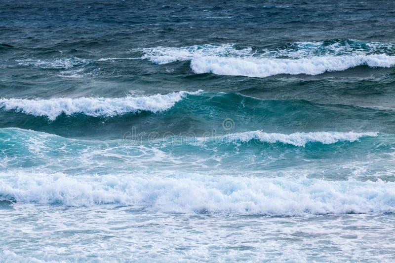 Woda morze śródziemnomorskie z fala zdjęcie stock