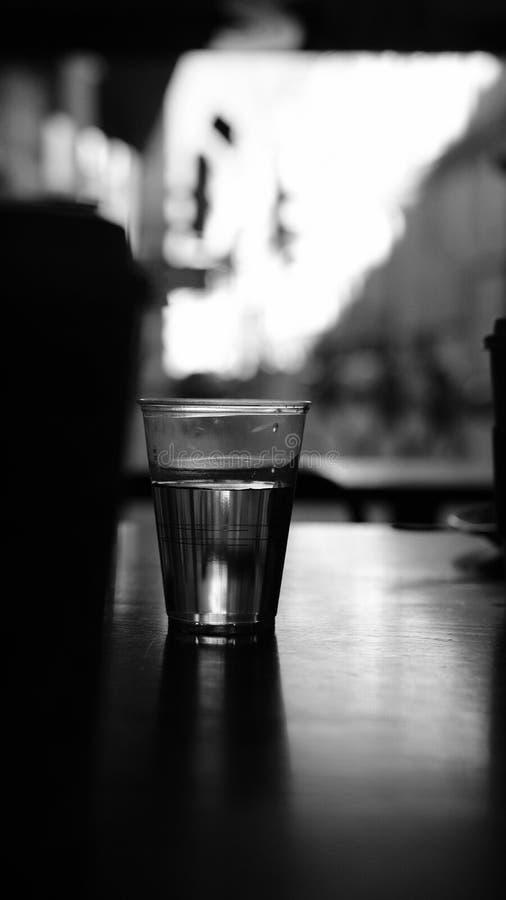Woda na stole obrazy stock
