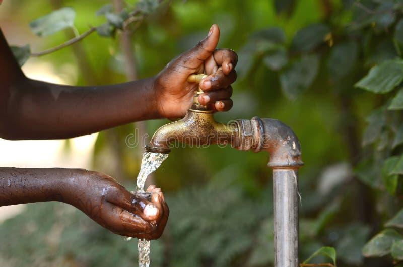 Woda Pitna od wody kranowej Scarsity symbolu zdjęcia royalty free
