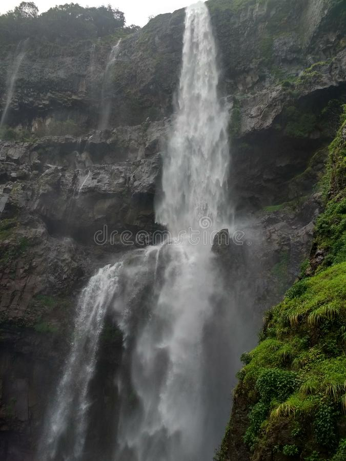 Woda - puszek od wzgórza fotografia royalty free