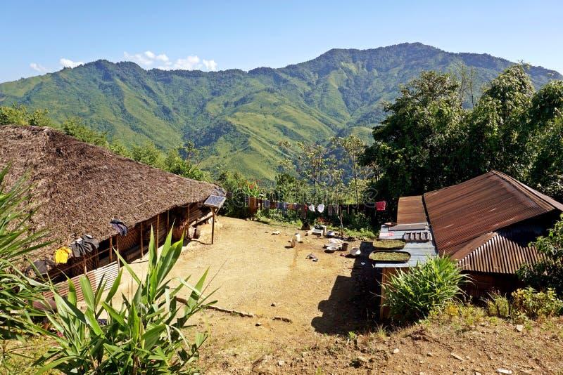 Wodden长的房子在Longwa部族村庄,星期一,那加兰邦,印度,缅甸 免版税库存照片