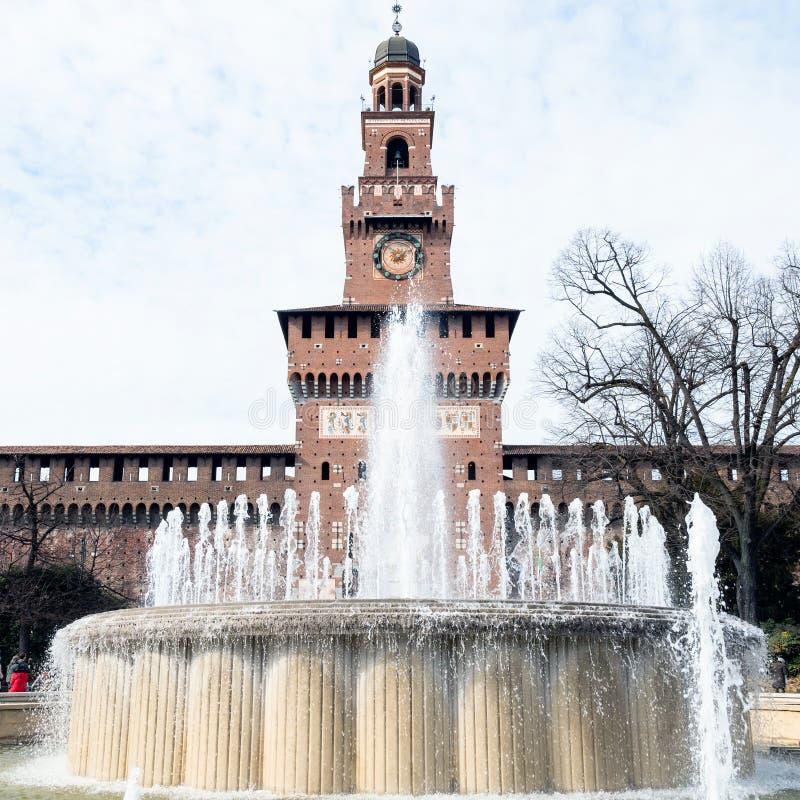 Wodna fontanna Fontana Di Piazza Castello w Mediolan obrazy royalty free