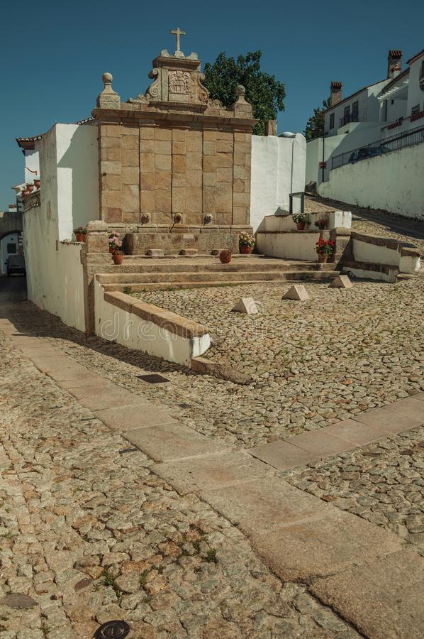 Wodna fontanna robić kamień w baroku stylu przy Marvao obraz royalty free