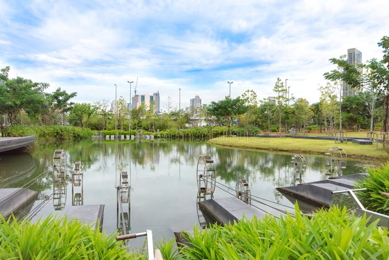 Wodna hydrauliczna turbina z kolarstwo władzą dla uzdatnianie wody przy miastowym parkiem, Bangkok, Tajlandia fotografia stock