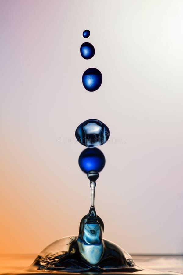 Wodna rzeźba: Błękitne piłki obraz royalty free