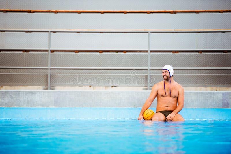 Wodnego polo gracz w pływackim basenie fotografia royalty free