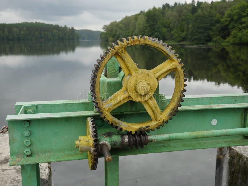 Wodnej bariery podnośny mechanizm obraz stock