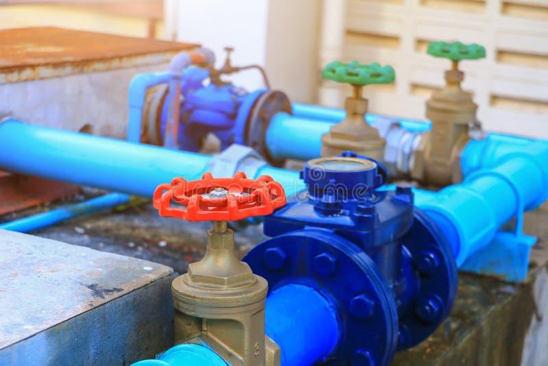 Wodnej klapy instalacji wodnokanalizacyjnej złącza stali czerwony klepnięcie naprawy drymbę zamkniętą w górę obraz royalty free
