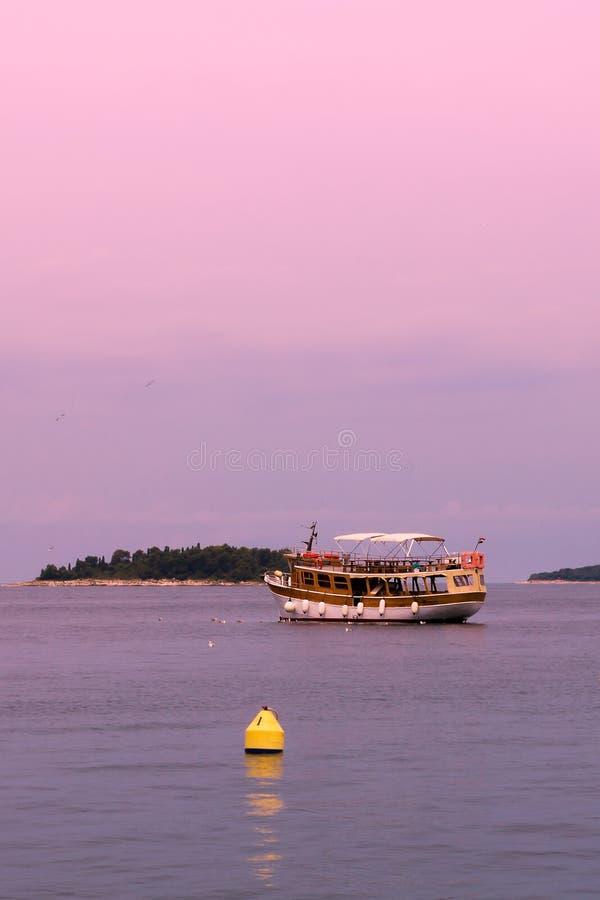 Wodniactwo na morzu Denna wycieczka dla turysty turysty karty obrazy royalty free