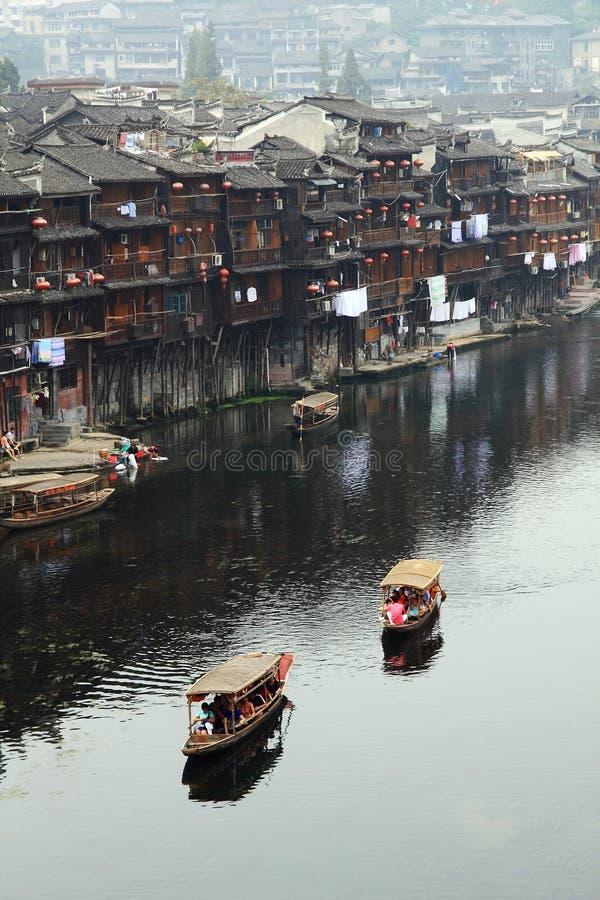 Wodniactwo na Tuojiang rzece Fenghuang Antyczny miasto obrazy stock