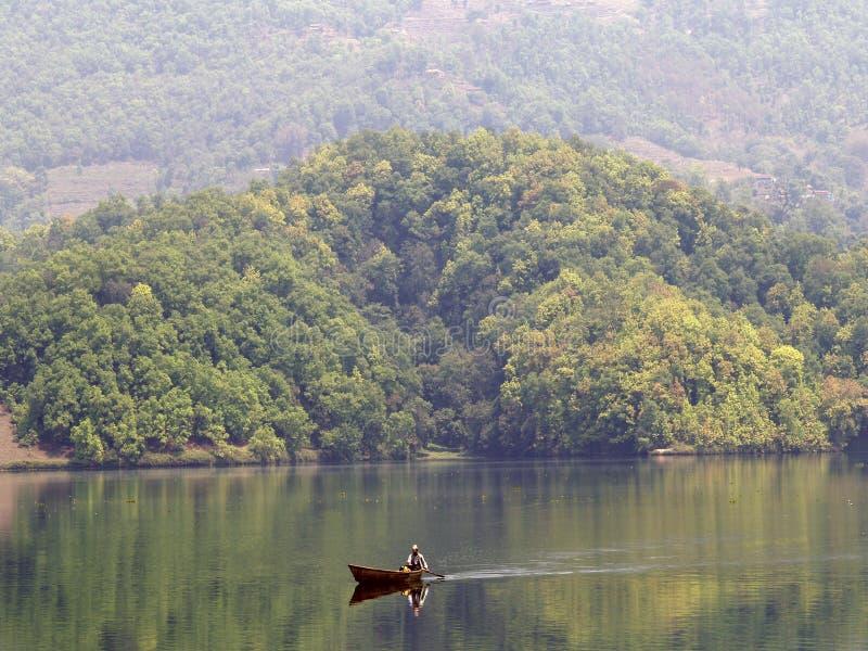 Wodniactwo w Begnas jeziorze obraz stock