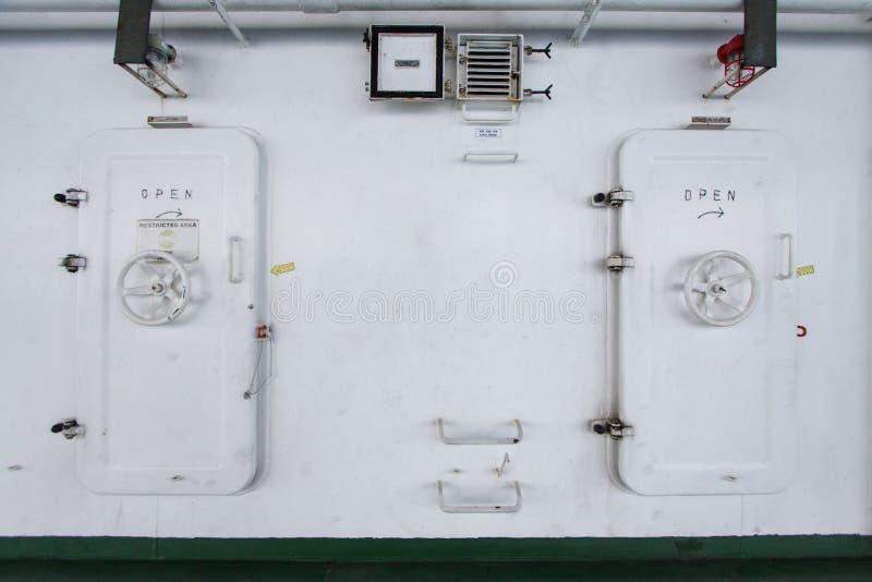 Wodny ciasny drzwi na statku, wyjścia drzwi lub przeciwawaryjnym drzwi, obrazy stock