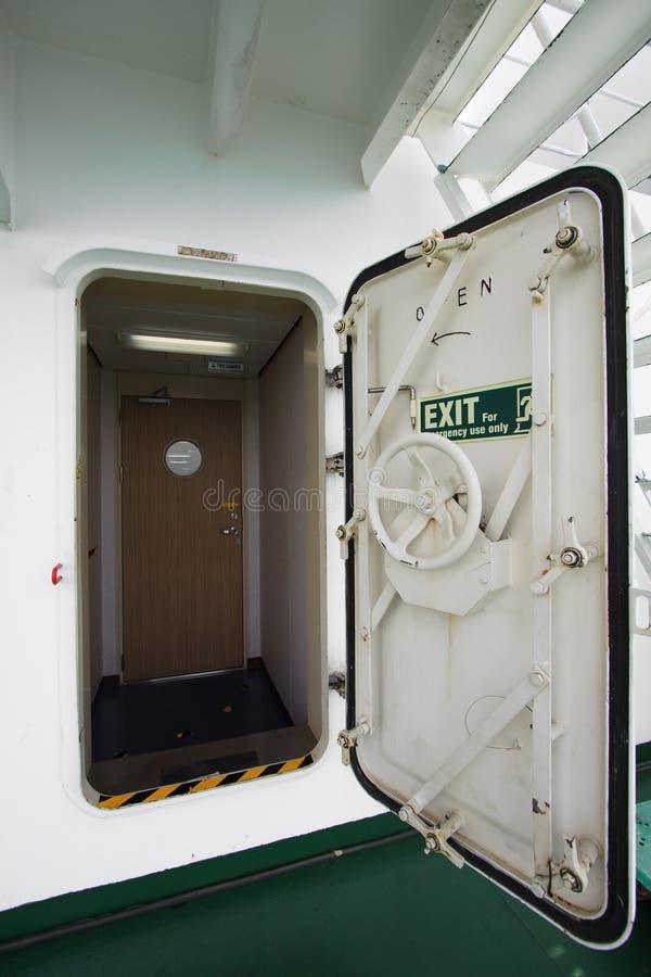 Wodny ciasny drzwi na statku, wyjścia drzwi lub przeciwawaryjnym drzwi, zdjęcia royalty free