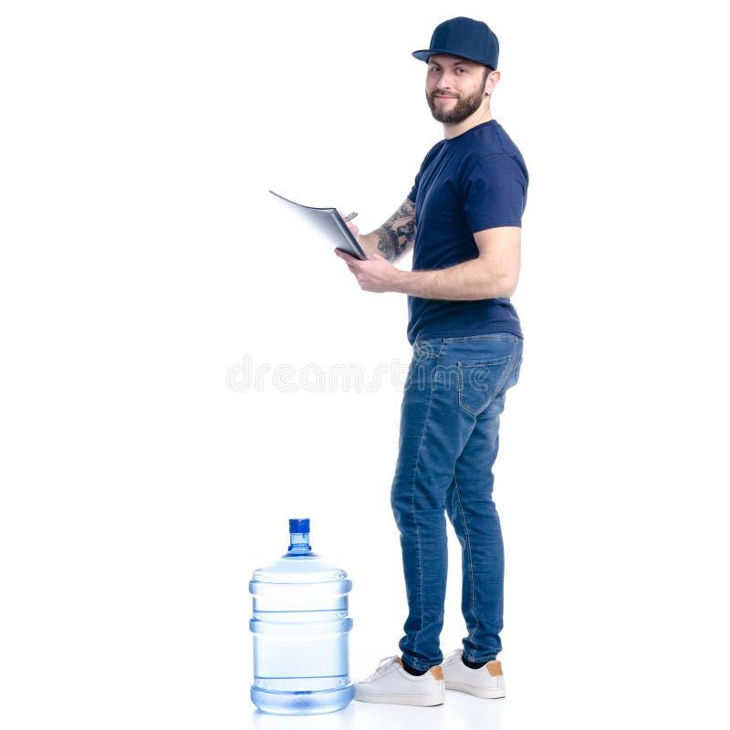Wodny doręczeniowy mężczyzna w błękitnej koszulce i nakrętka w ręka dokumencie fakturujemy podpis fotografia stock