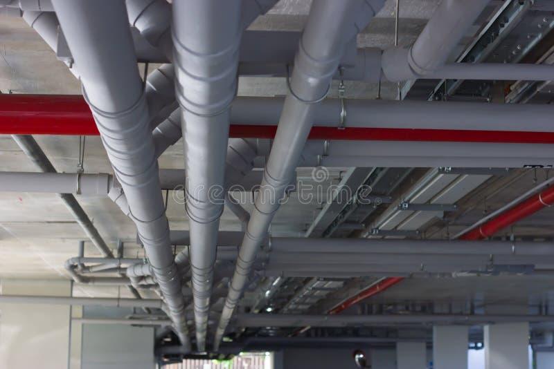 Wodny fajczany system Instalacja wodne drymby w budynku zdjęcie stock