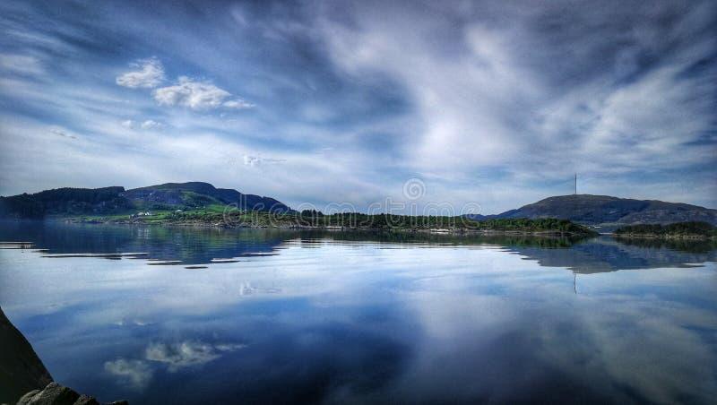 wodny jezioro chmury niebo zdjęcie royalty free